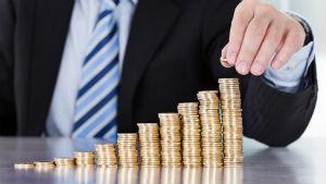 Сервис Вебмани дает огромное количество возможностей в отношении переводов, вывода средств и обмена валют