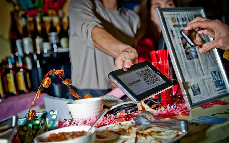 Оплата криптовалютой в ресторане